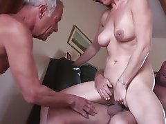 Amateur Cuckold Hardcore Threesome
