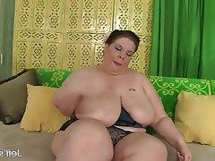 BBW Big Boobs Masturbation